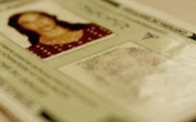 Passageira impedida de embarcar por apresentar documento com mais de 10 anos será indenizada